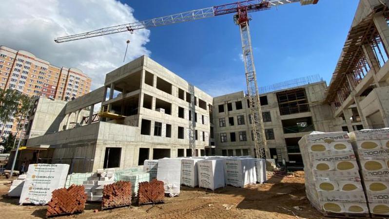 Первый замминистра стройкомплекса региона проверил ход строительства соцобъектов в Балашихе