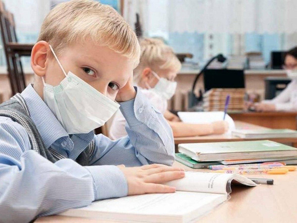 Школьникам строго-настрого запретили шутить о коронавирусе