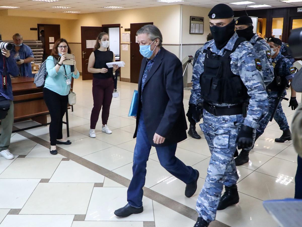 СМИ: Ефремов может избежать колонии, оставшись в СИЗО