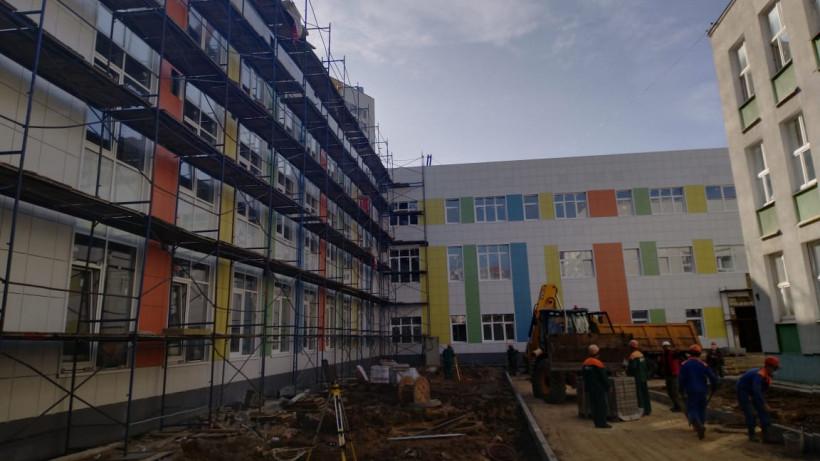Строительство учебной пристройки гимназии в Ленинском округе ведется в графике