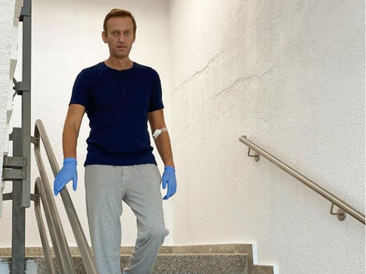 """""""Телефон в моих руках бесполезен, как камень"""": Навальный рассказал о своем восстановлении после отравления"""