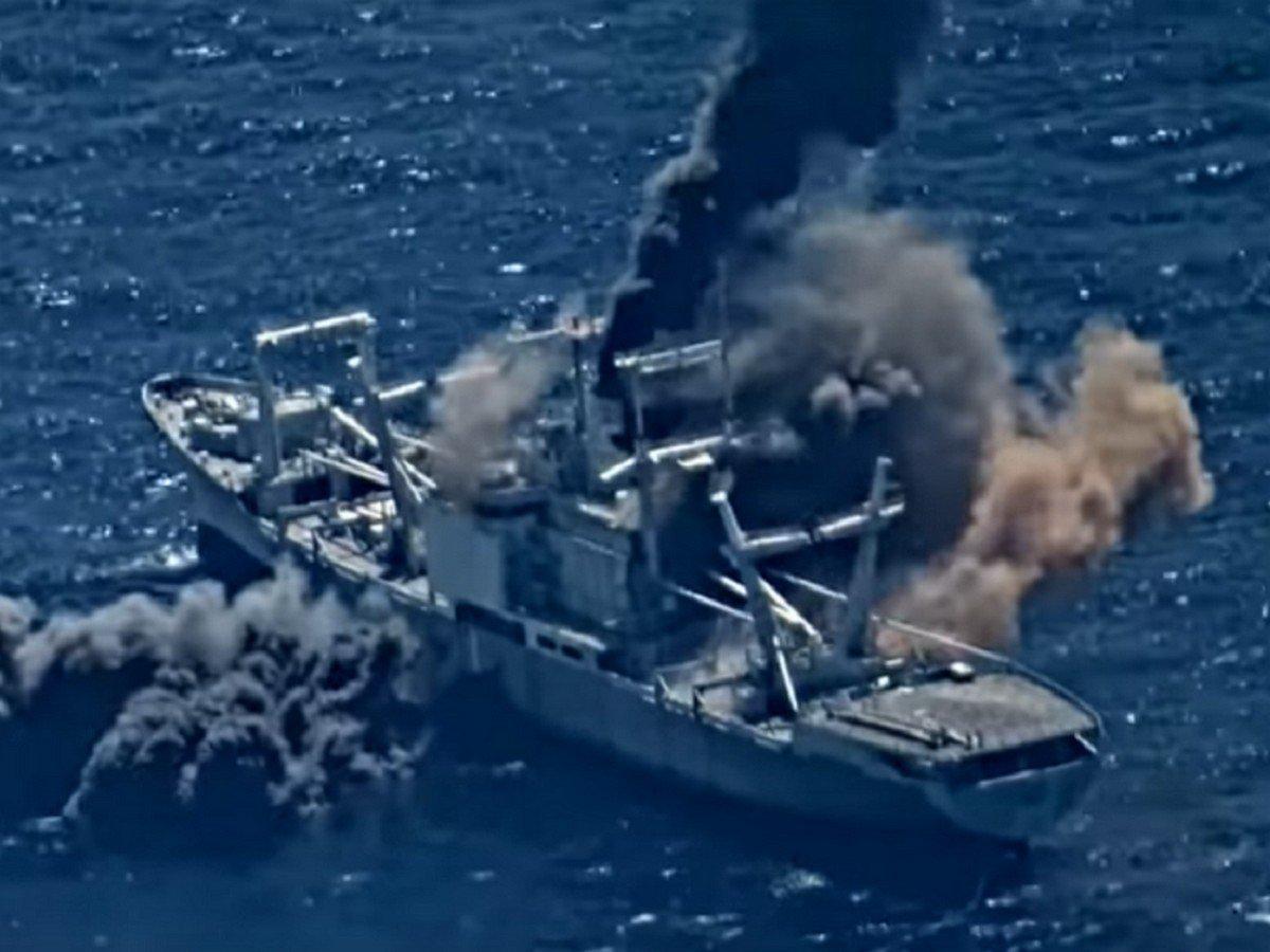 Уничтожение корабля ВМС США ракетами сняли на видео