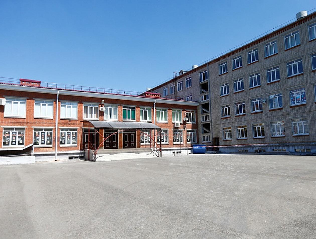 """В Краснодаре школьницу отсадили от детей в """"карантинную комнату"""" из-за отказа измерять температуру"""