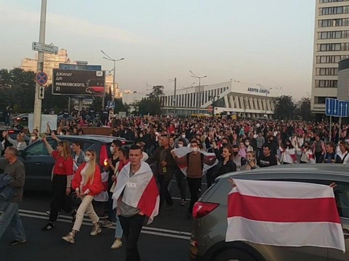 В Минске вспыхнули новые протесты: против митингующих применили водометы