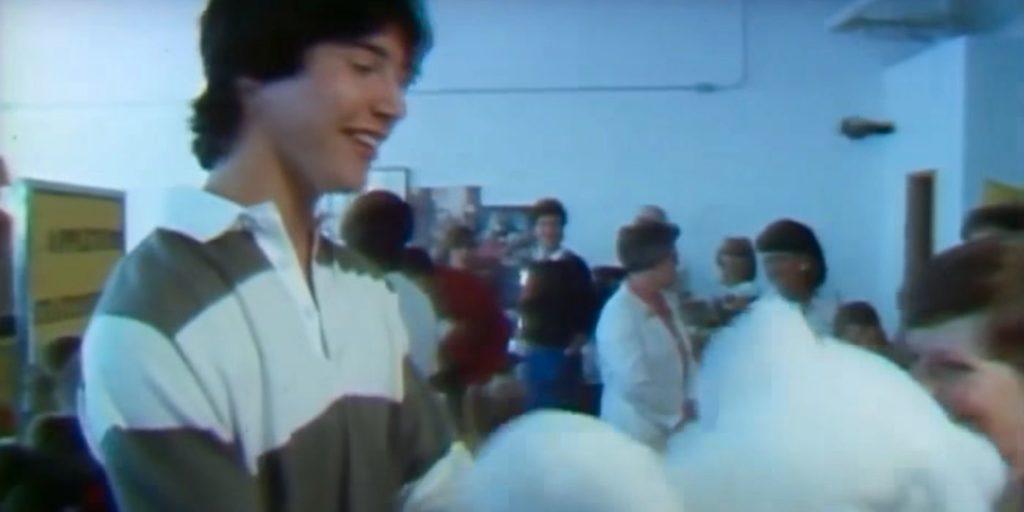 36 лет назад Киану Ривз работал корреспондентом и сделал репортаж о мишках Тедди