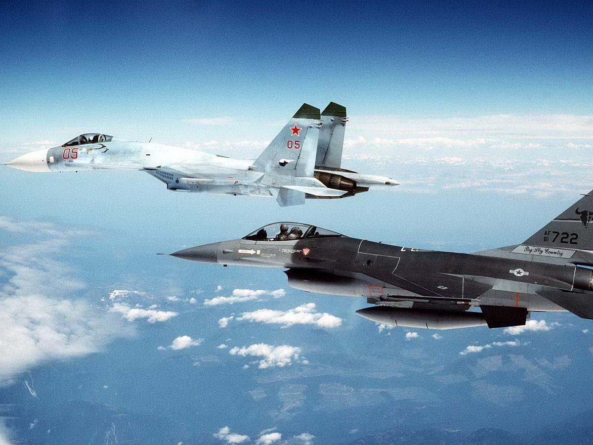 """""""Адреналин буквально зашкаливает"""": пилоты ВВС США рассказали о страхе перед Су-27 ВКС РФ в Крыму"""