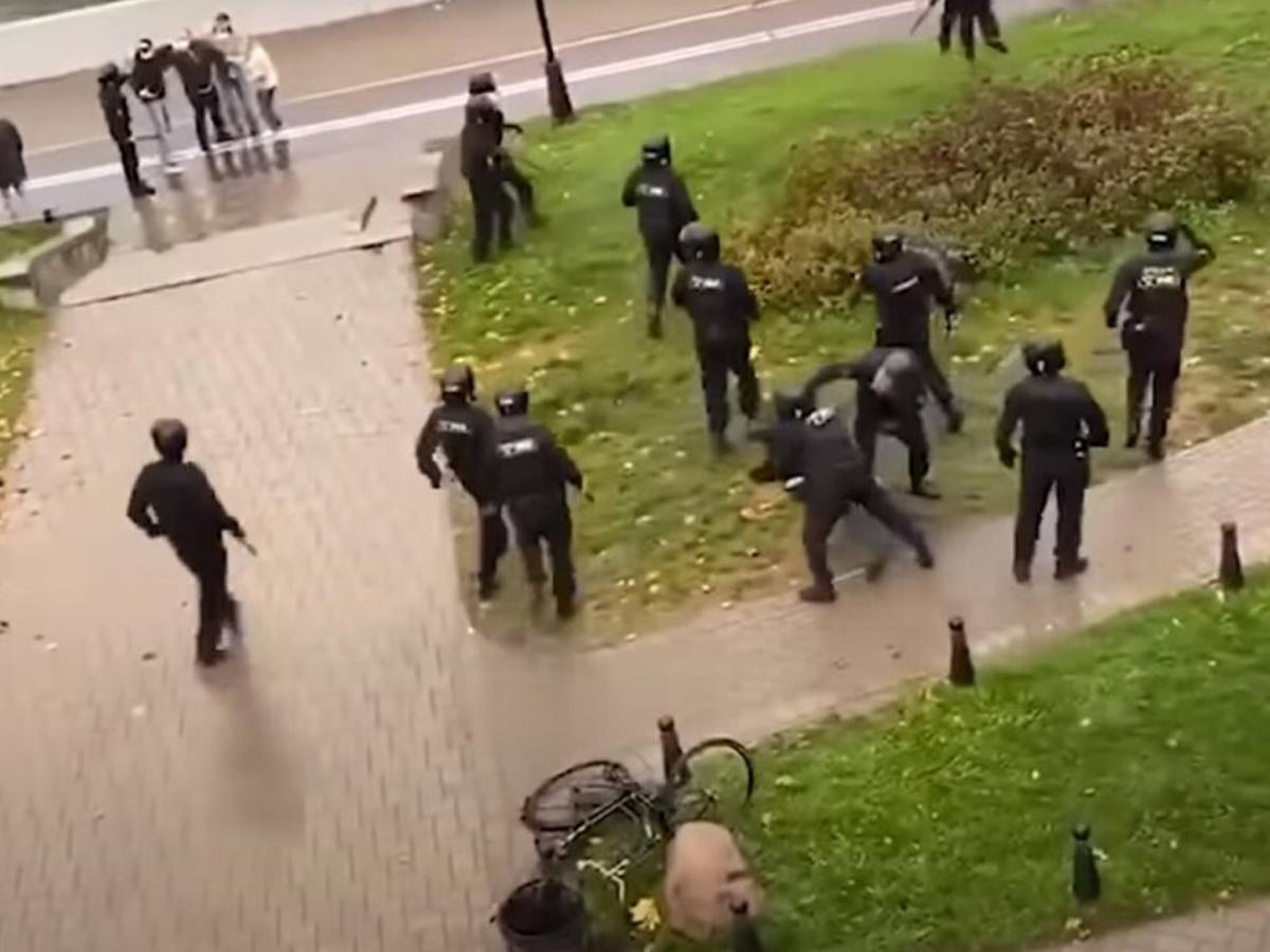 Биатлонистка Домрачева прокомментировала жестокое избиение брата ОМОНом