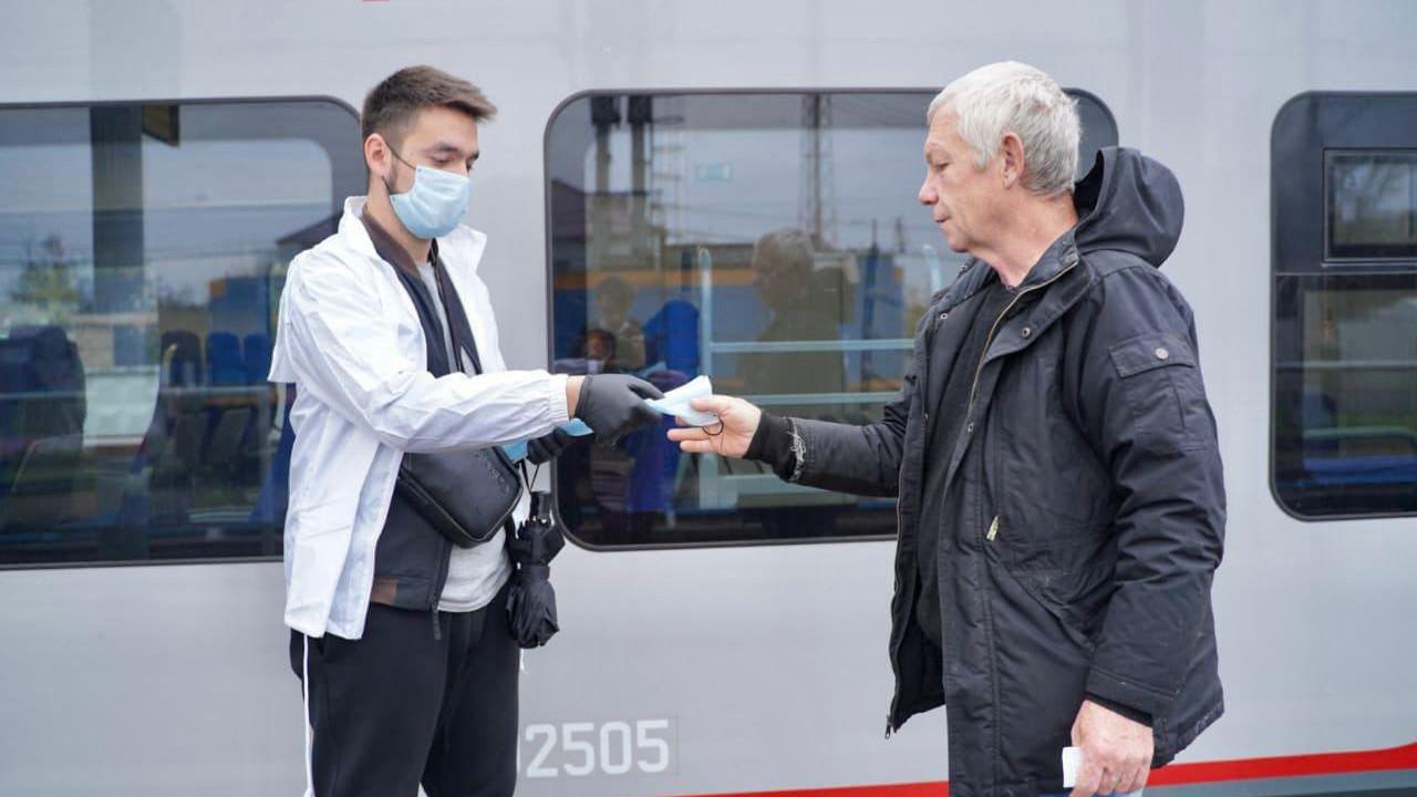 Более 1 тыс. волонтеров следят за соблюдением масочного режима в транспорте Подмосковья