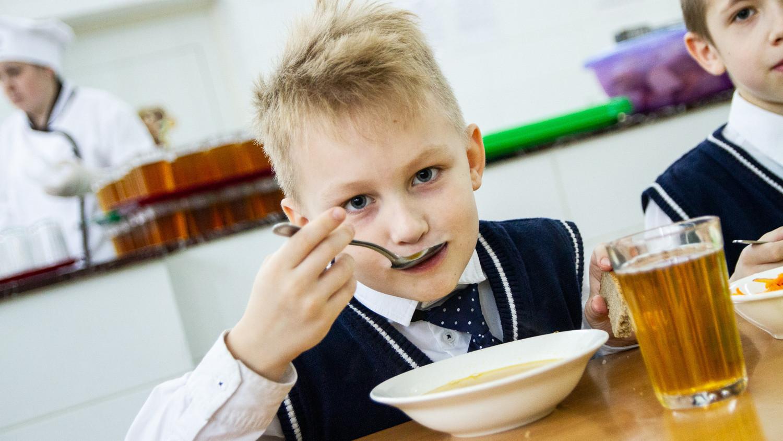 Более 150 школ Подмосковья проверяют на качество горячего питания каждый день