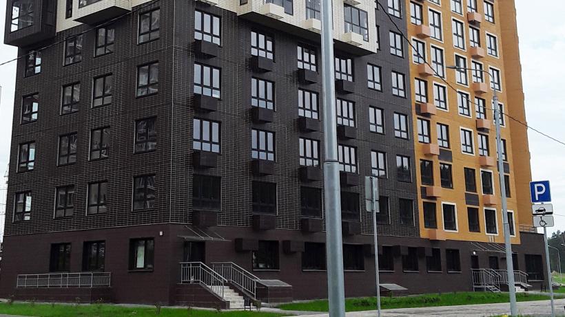 Многоэтажный жилой дом в Боброве Ленинского района