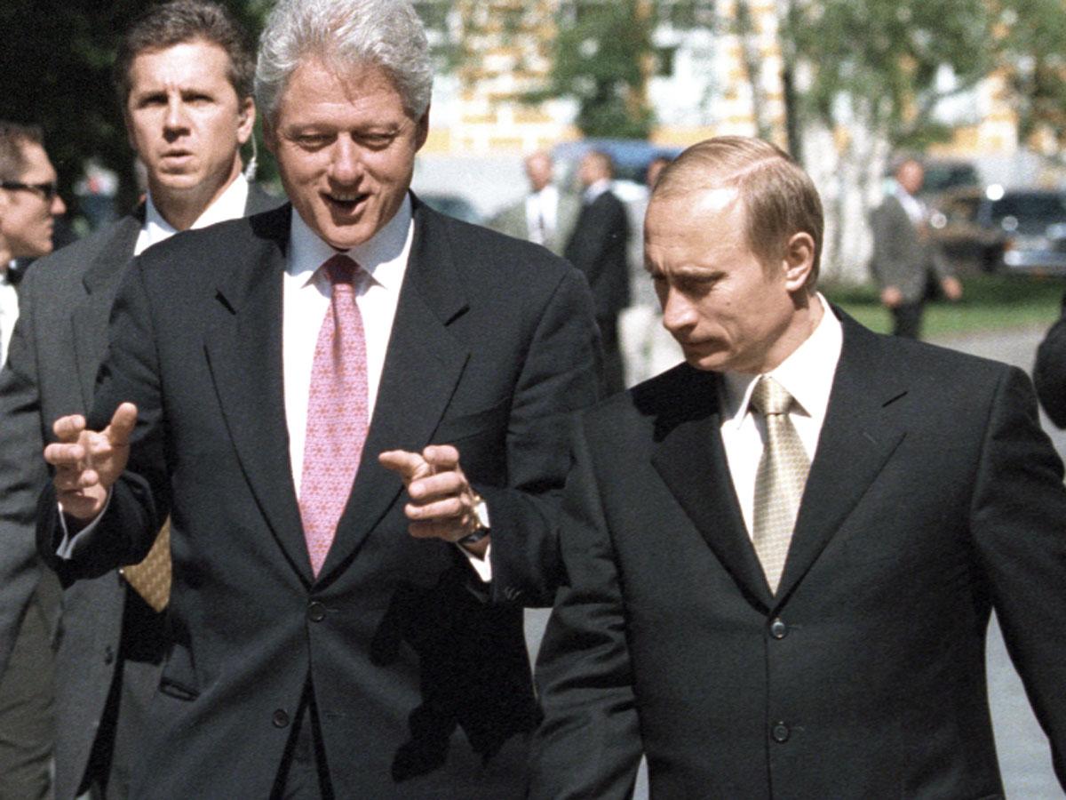 """""""Большинство нашего населения думает не очень изощренно"""": СМИ рассекретили еще 9 разговоров Путина и Клинтона"""