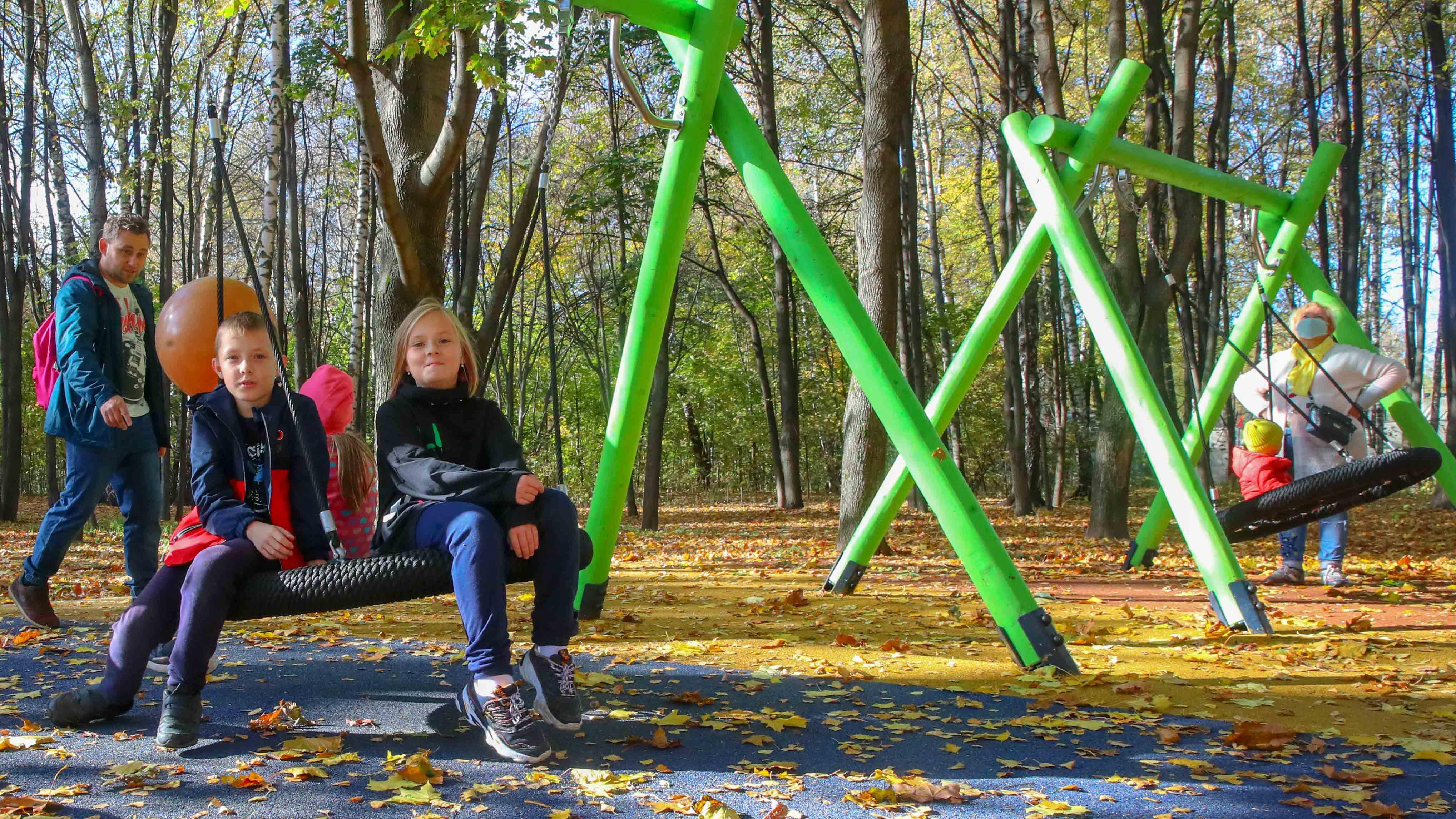 Детскую площадку открыли в парке «Наташинские пруды» в Люберцах