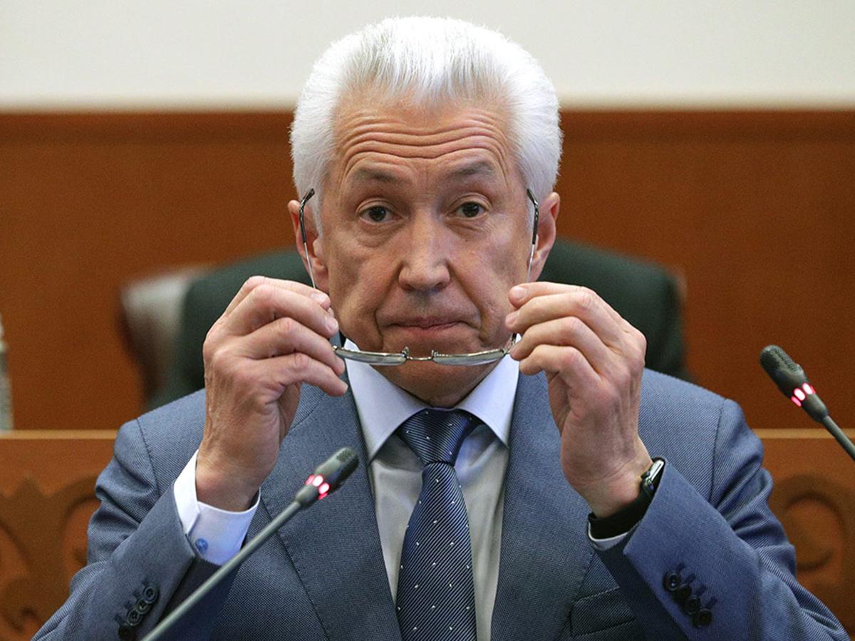 Владимир Васильев ушел в отставку с поста главы Дагестана