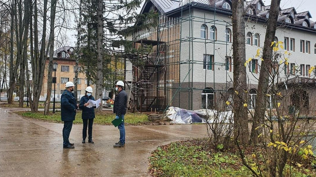 Главгосстройнадзор обязал застройщика устранить нарушения при возведении детского сада в Истре