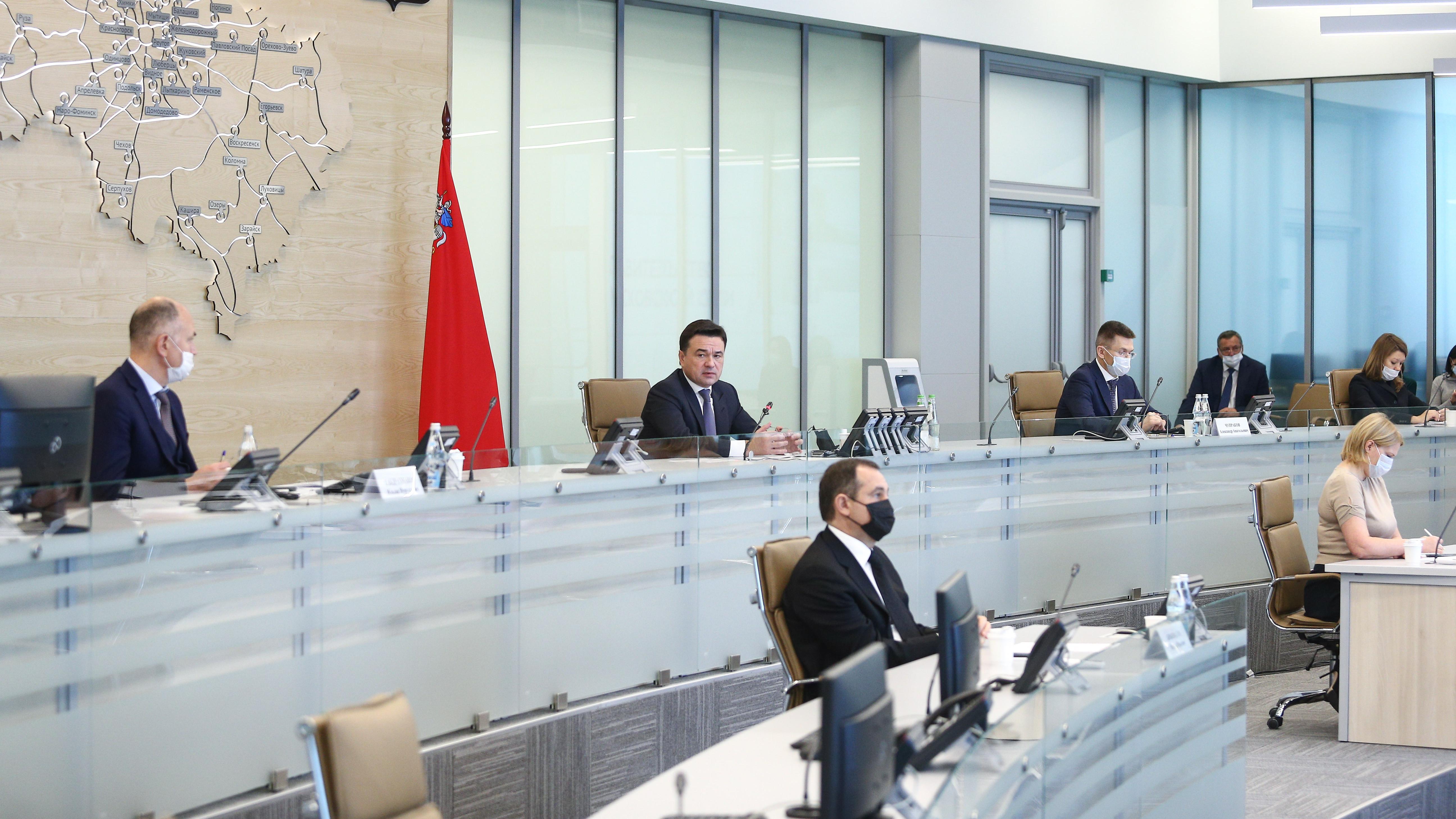 Губернатор обсудил противокоронавирусные меры на совещании с членами правительства