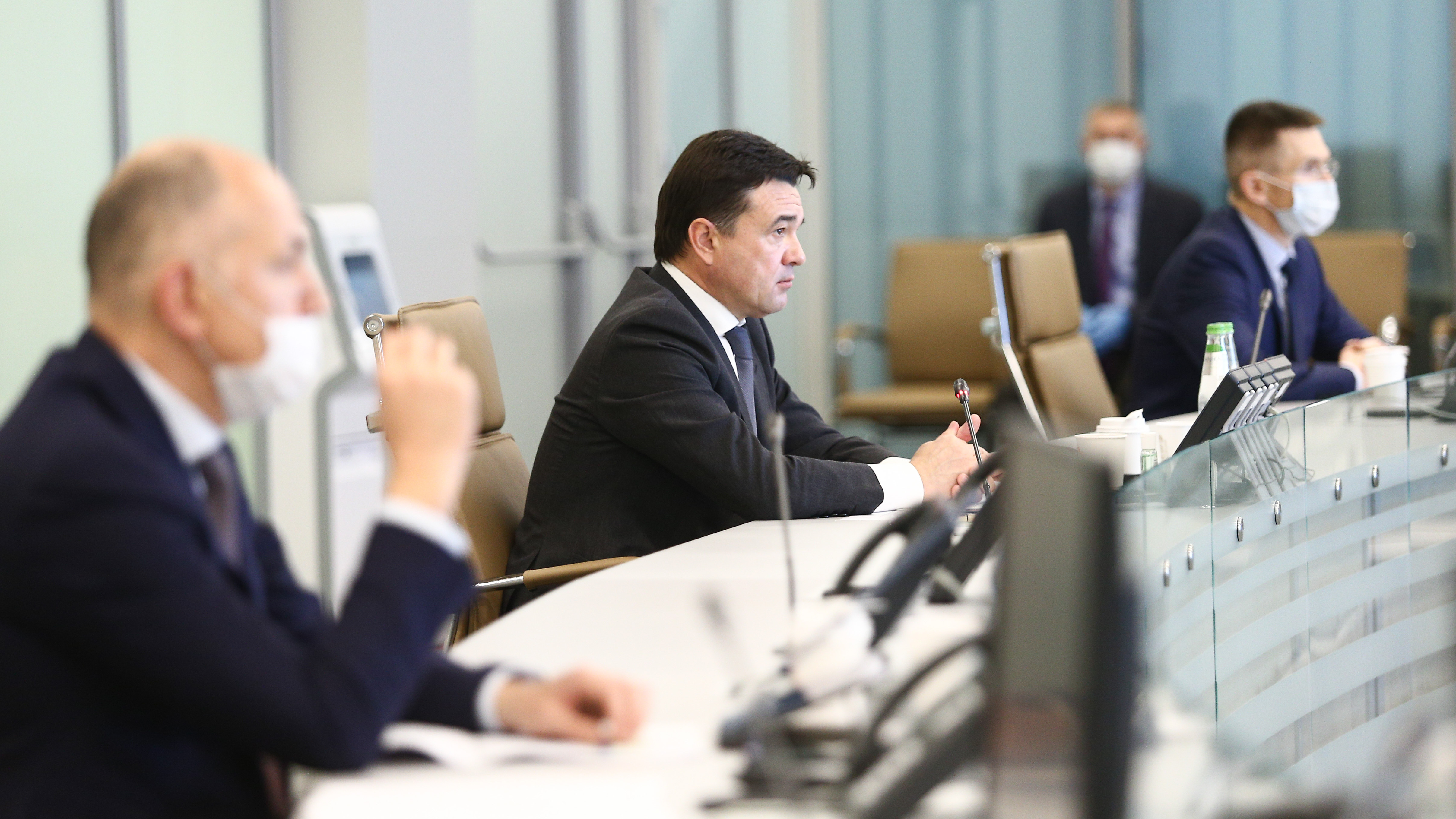 Губернатор провел совещание с членами правительства и главами округов