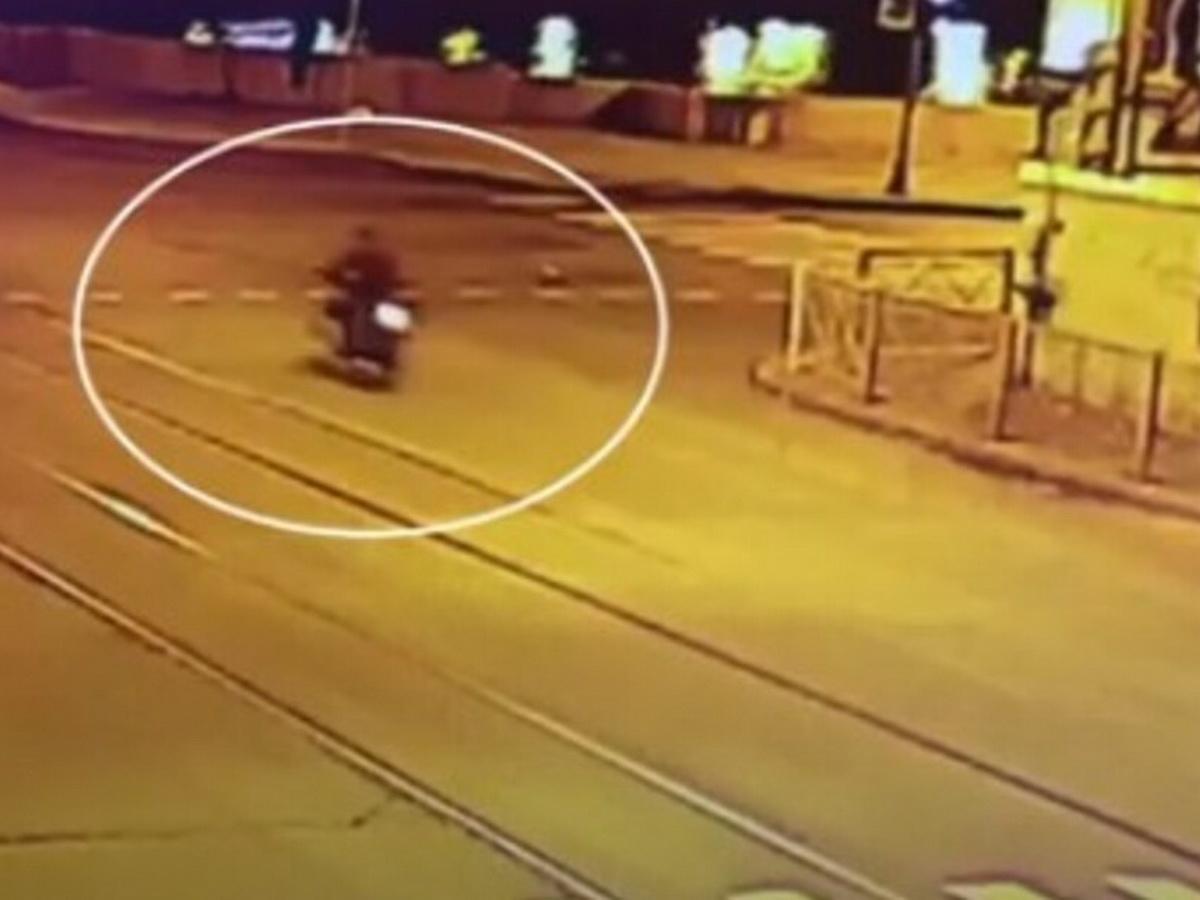 Мотоциклист рухнул с разведенного моста
