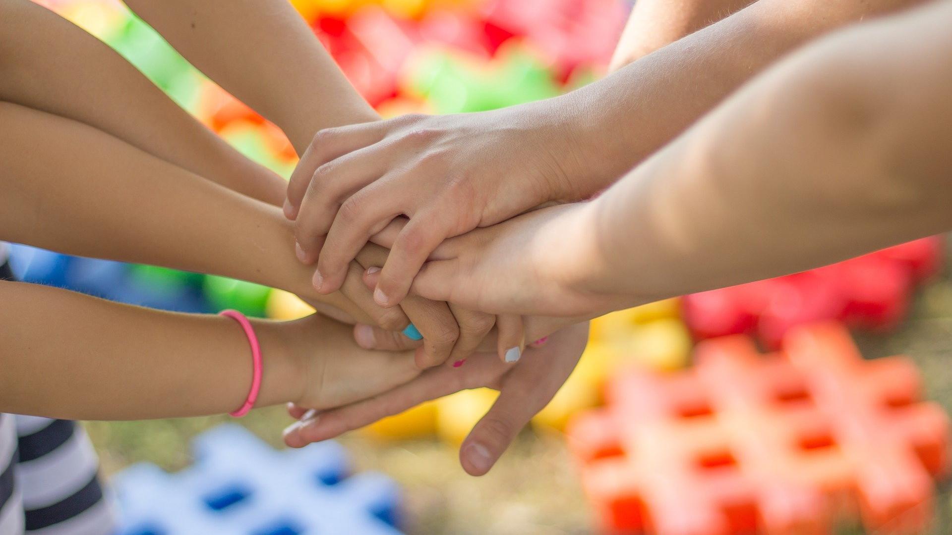 руки сложенные вместе