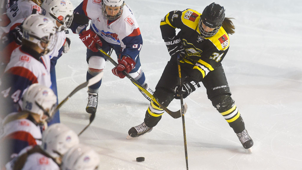 Одна победа и одно поражение — результат выступления подмосковных хоккеисток на старте ЖХЛ