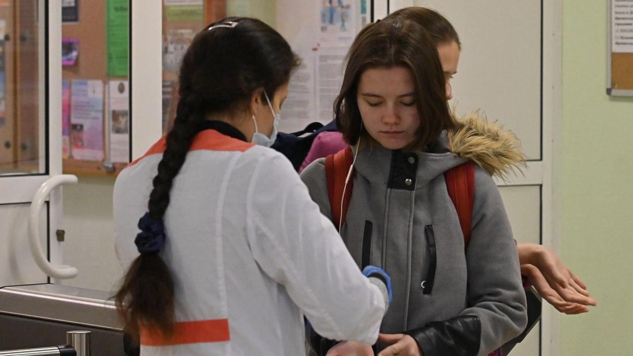 Ольга Забралова проверила соблюдение сантребований в образовательных учреждениях Химок