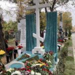 Памятник режиссёру Марку Захарову открыли на Новодевичьем кладбище