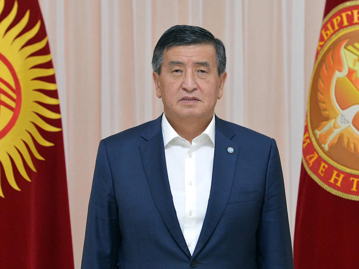 Президент Киргизии Сооронбай Жээнбеков ушел в отставку