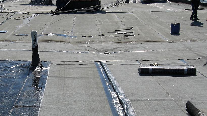 Ремонт крыши провели в доме Воскресенка по требованию Госжилинспекции