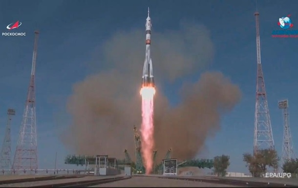 Россия запустила ракету Союз с новым экипажем МКС