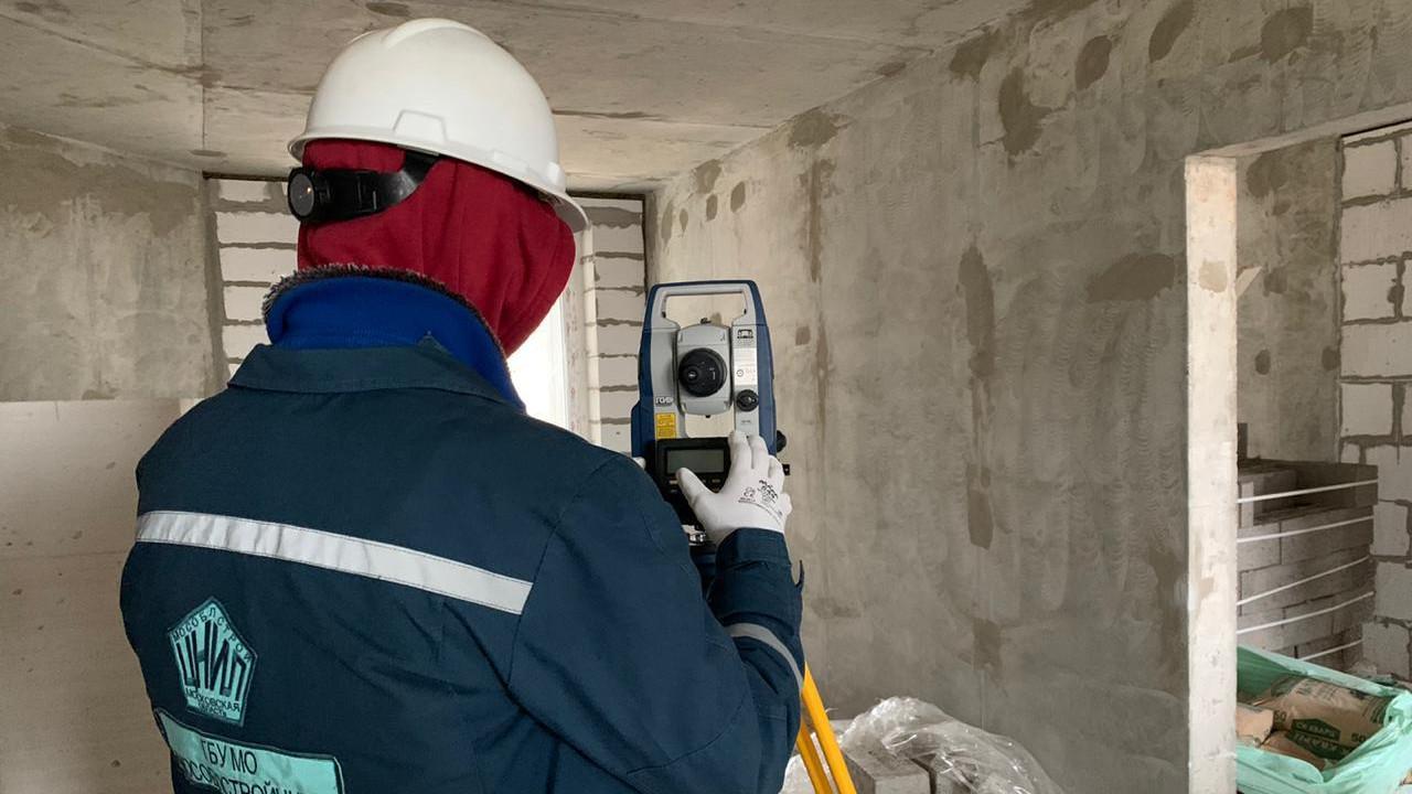 Специалисты «МОСОБЛСТРОЙЦНИЛ» проверили 39 строящихся объектов в Подмосковье за неделю