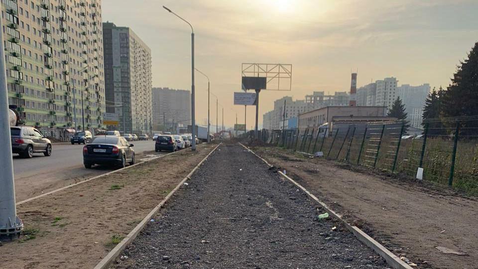Специалисты приступили к устройству тротуаров на Путилковском шоссе в Красногорске
