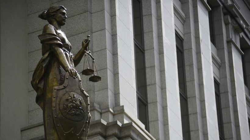 Скульптура Фемиды на здании суда