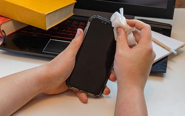 Ученые выяснили, сколько коронавирус живет на поверхности смартфона