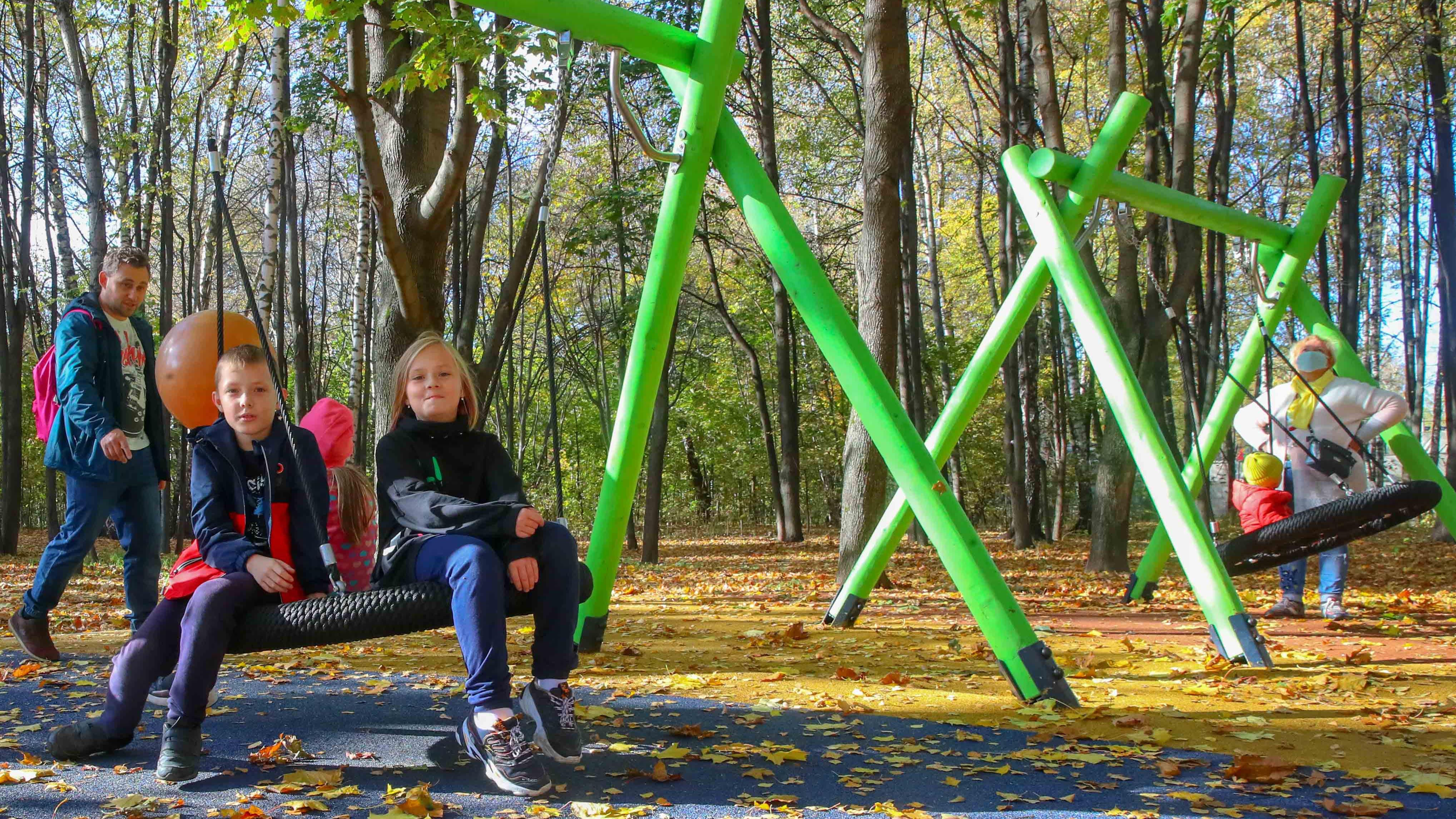 Уникальные детские игровые зоны появились в 6 подмосковных парках