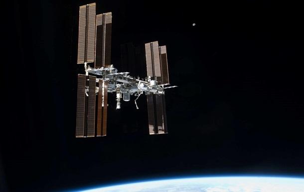 Утечку воздуха на МКС будут искать с помощью конфети