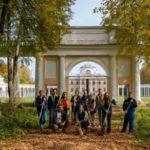 Волонтёры культуры участвуют в осенних субботниках на территориях исторических усадеб
