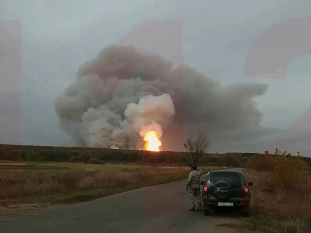 Взрывы и пожар на военном складе под Рязанью: эвакуированы 1600 человек