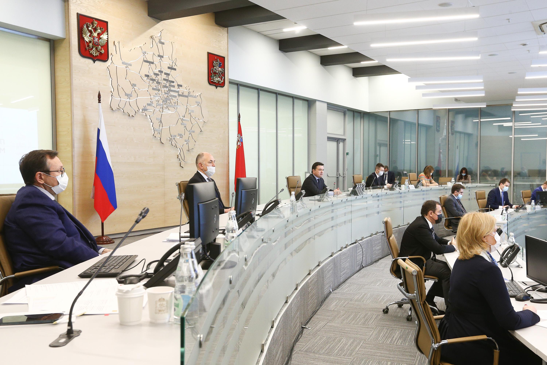 Губернатор провел совещание с членами правительства региона и главами муниципалитетов