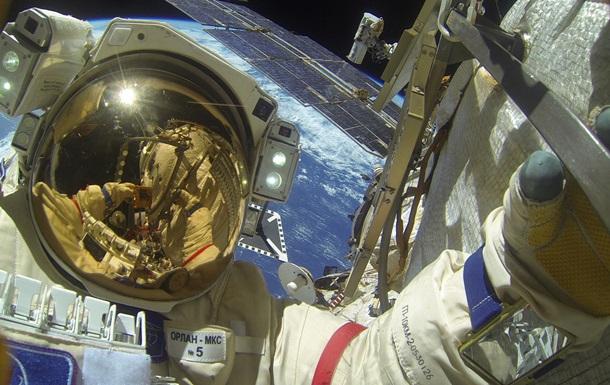 Из МКС в космос улетела деталь при выходе космонавтов со станции