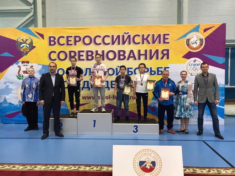 Ксения Геберт завоевала серебряную награду на турнире по вольной борьбе