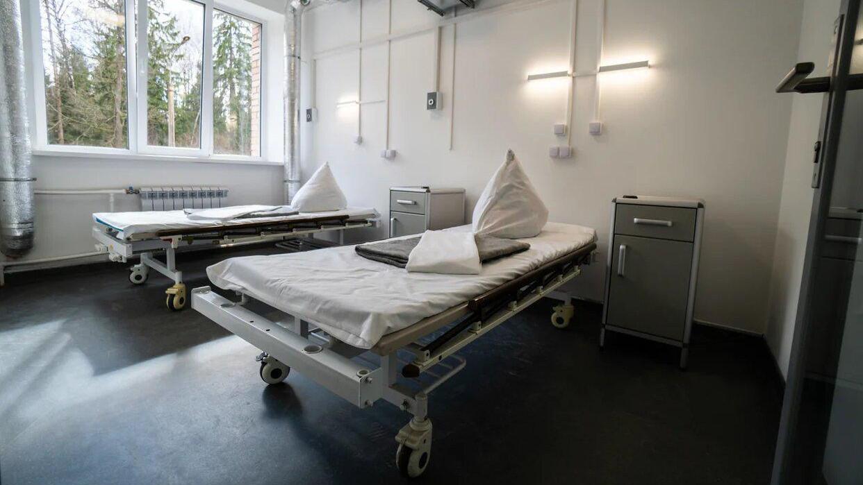 Ксения Мишонова посетила в больнице пострадавших во время прорыва трубы в Дзержинском детей