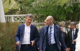 Первый заместитель Министра спорта Азат Кадыров осмотрел ход строительных работ в «Крымском»