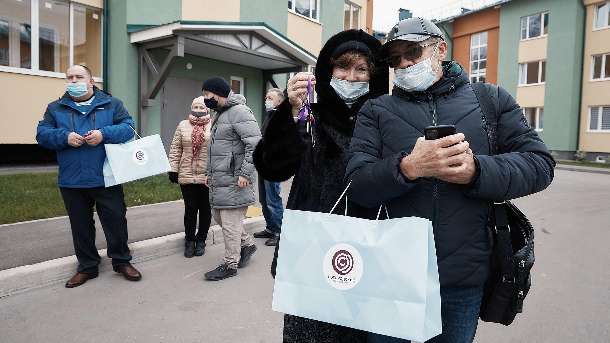 Почти 40 переселенцев из аварийного жилья получили ключи от квартир в Ногинске