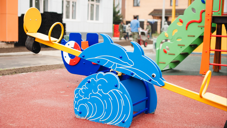 Почти все детские площадки проверили в 13 муниципалитетах региона за неделю