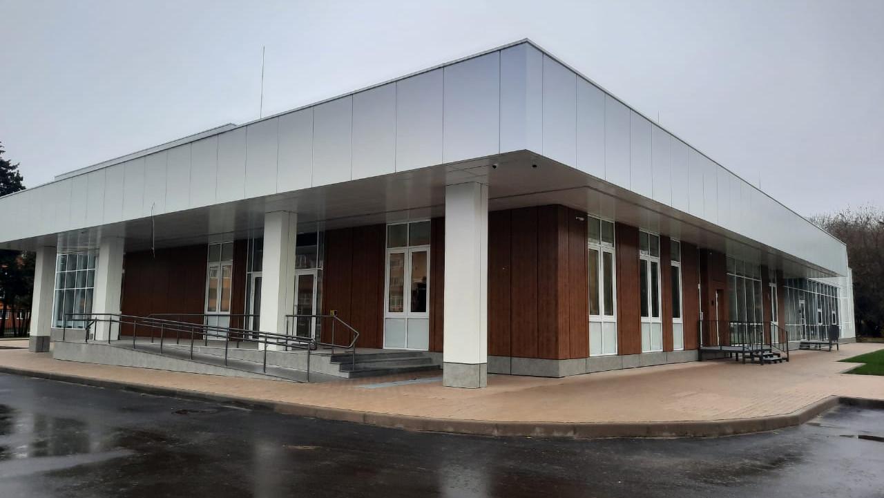 Строительство физкультурно-оздоровительного комплекса завершается в Серпухове