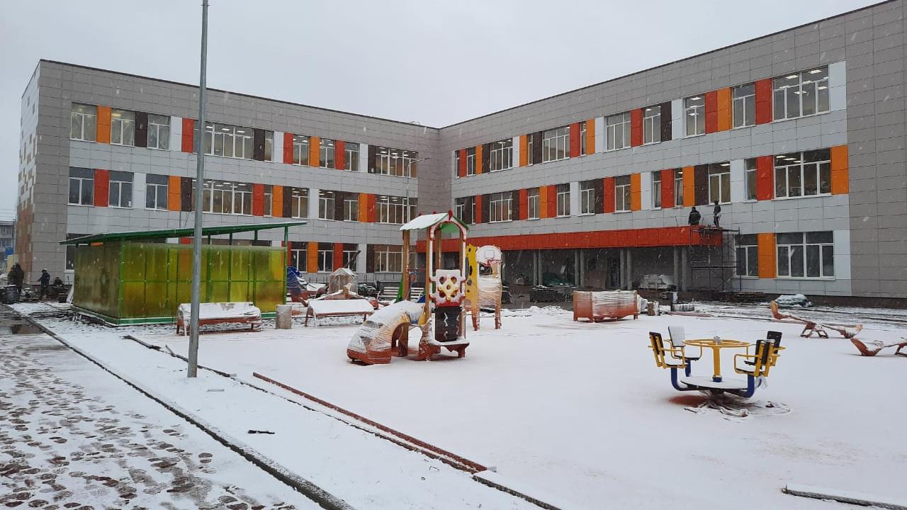 Строительство школы в поселке Газопроводск Луховиц завершено на 90%