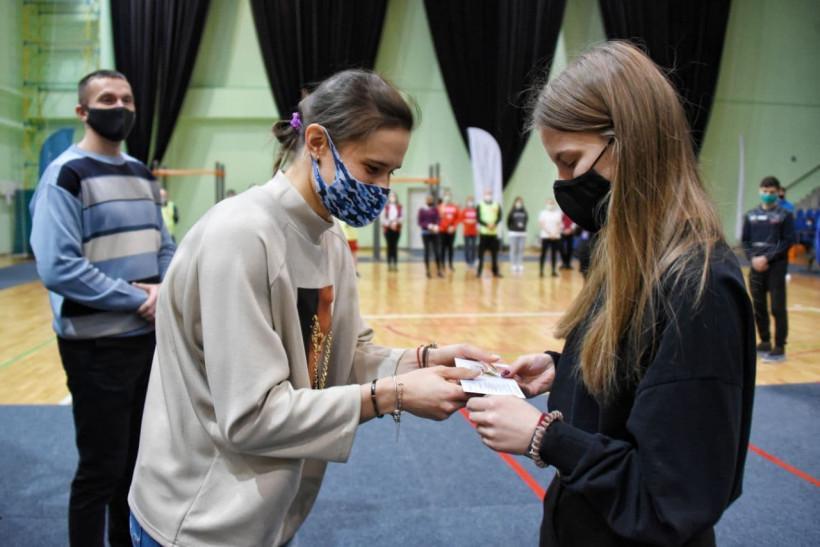 Участница Олимпийских игр вручила знаки отличия ГТО в Рузе