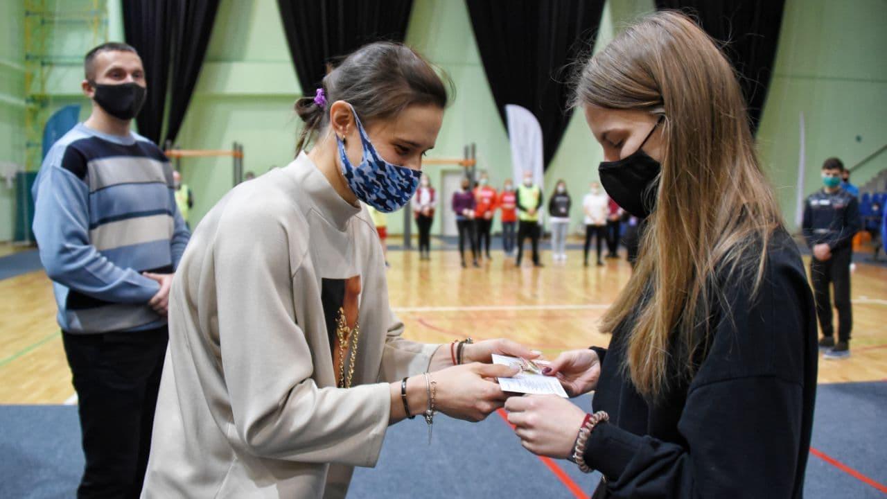 Участница Олимпийских игр вручила знаки отличия ГТО в Рузском округе