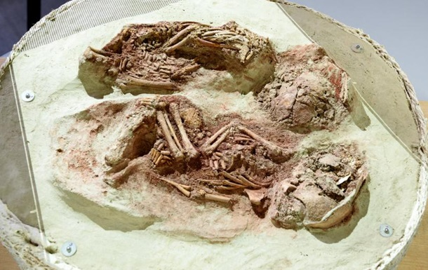 Ученые обнаружили останки самых древних близнецов
