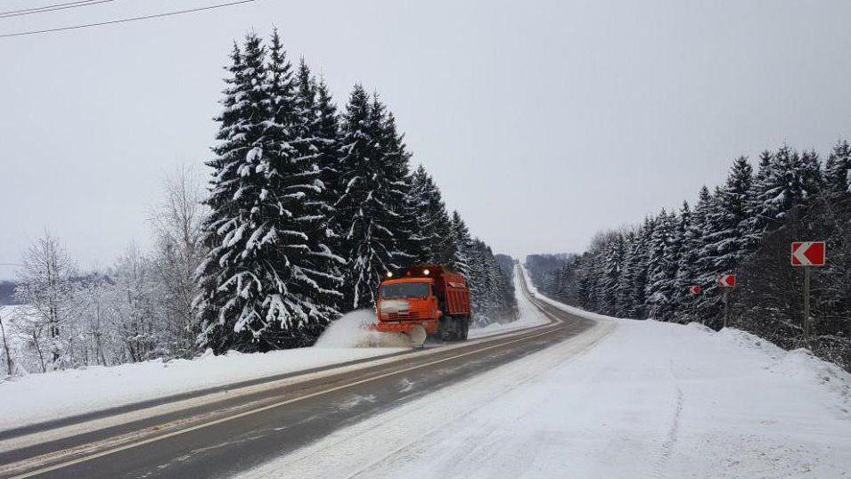 Более 1,3 тыс. единиц дорожной техники ликвидируют последствия снегопада в Подмосковье