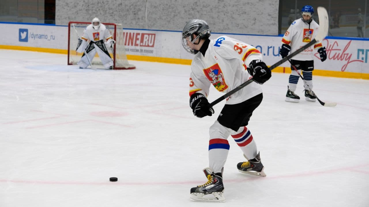 Более 34 тысяч человек занимаются хоккеем в Московской области
